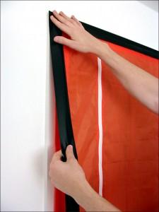 Dustguard stofdeur bevestiging op het kozijn